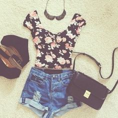 Flower Crop Top, high waisted shorts ❤️ with the side purse and cute wedges