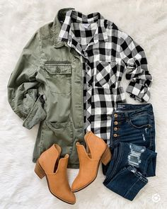 Fall outfit idea with bufallo check plaid, utility jacket and ankle booties Casual Outfits, Cute Outfits, Fashion Outfits, Womens Fashion, Plaid Shirt Outfits, Flannel Shirts, Cardigan Verde, Fall Winter Outfits, Autumn Winter Fashion