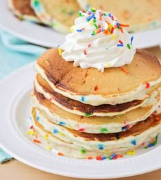 Celebrate a birthday or special day with these super-yummy Funfetti Pancakes! Light, fluffy, and loaded with sprinkles, these breakfast goodies will make your morning extra special! Dessert Simple, Dessert Minute, Pancake Healthy, Simple Pancake Recipe, Healthy Food, Lil Luna, French Toast Bake, Calories, Baking Recipes