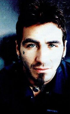 Sully Erna - apparently I like guys with pretty eyes lol New Wave Music, Music Love, Sully Erna, Spiritual Music, Michael Turner, Hottest Guy Ever, Music Photo, Metalhead, Dream Guy