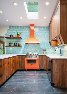 Modern Kitchen Tiles, Patterned Kitchen Tiles, Funky Kitchen, Mid Century Modern Kitchen, Modern Kitchen Design, New Kitchen, Kitchen Decor, Mid Century Kitchens, Modern Kitchen Furniture