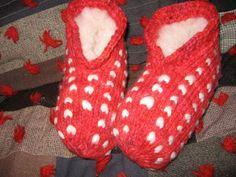*mon patron**** life with sheep: Thrummed Slipper Pattern Revised Loom Patterns, Knitting Patterns Free, Free Pattern, Crochet Patterns, Last Stitch, Knitted Slippers, Knitting Projects, Knitting Ideas, Knitting Socks