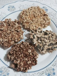 Healthy, crunchy and really easy cookies. Just mix oatmeal with your favorite fruit pulp and dehydrate for 10 hours. I used mango, peach, apple and granadilla pulp :).