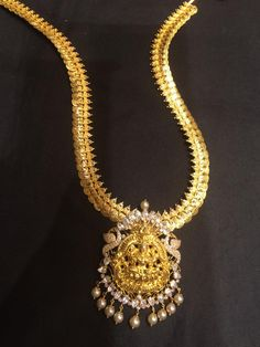 kasu mala with lakshmi pendant Gold Chain Design, Gold Jewellery Design, Gold Jewelry, Gold Necklace, Gold Mangalsutra Designs, Gold Earrings Designs, Indian Wedding Jewelry, Bridal Jewelry, Jewelry Model