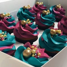 I really love how these bridal shower cupcakes turned out! Cupcakes Design, Fancy Cupcakes, Cake Designs, Wedding Cupcakes, Beautiful Cupcakes, Gorgeous Cakes, Pretty Cakes, Amazing Cakes, Köstliche Desserts