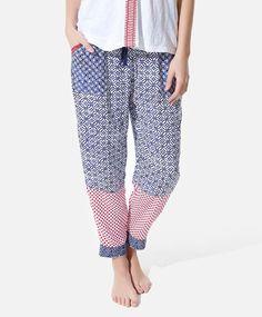 Print pants, null£ - null - Find more trends in women fashion at Oysho . Sleepwear & Loungewear, Nightwear, Harem Pants, Pajama Pants, Summer Prints, Printed Pants, Pyjamas, Beachwear, Lounge Wear