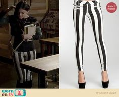 Aria's black and white striped jeans with a sheer green striped sweater on Pretty Little Liars.- Just the pants Estilo Aria Montgomery, Aria Montgomery Outfit, Fashion Tv, Black Girl Fashion, Star Fashion, Fashion 2018, Pretty Little Liars Aria, Pretty Little Liars Outfits, Pll Outfits