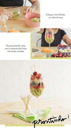 Salada de frutas servida na taça, em um lindo mosaico de cores, está entre as 3 opções para servir salada de frutas de um jeito diferente