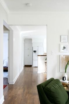 Living room red floor benjamin moore 25 New ideas Best White Paint, White Paint Colors, Wall Paint Colors, White Paints, Color Walls, Benjamin Moore Super White, White Dove Benjamin Moore Walls, Bedroom Wood Floor, White Baseboards