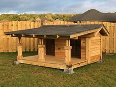 If you have two dogs, you can make a dog house for two dogs. This dog house looks like a stable! Dog House With Porch, Large Dog House, Double Dog House, Pallet Dog House, Dog House Plans, Dog Yard, Dog Fence, Grande Niche, Rideaux Design