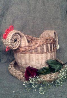 Плетение из газет | ВКонтактi Basket Weaving, Grapevine Wreath, Grape Vines, Wicker, Crochet Earrings, Arts And Crafts, Hobbit, Knitting, Diy And Crafts