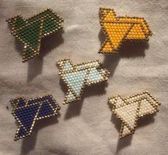 broche mouette en perles miyuki tissage brick stitch J'ai fait cette série de mouettes de couleurs pour agrémenter la tenue de travail. La broche est destinée au tablier. Comme nous sommes que 4 dans l'équipe, il y aura bien d'autres migrations de mouettes....