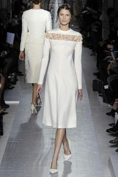 Valentino Spring Couture 2013 Only Valentino gets away with matching his clothes with his shoes, in my opinion and he does an awesome job :) Couture Fashion, Fashion Art, Fashion Design, Runway Fashion, Hippie Fashion, Emo Fashion, Gothic Fashion, Fashion Trends, Pretty Dresses