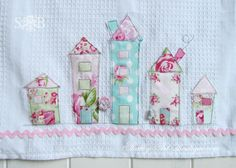 My Shabby House Tea Towels are a simple afternoon project. That make a gorgeous gift for a 'shabby at heart' friend. Applique Tutorial, Applique Patterns, Free Motion Embroidery, Machine Embroidery, Easy Sewing Projects, Sewing Crafts, Applique Towels, Shabby Fabrics, Shabby Chic Crafts
