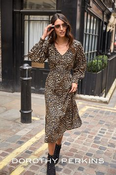 Take a wallk on the wild side with a leopard dress jersey dress!