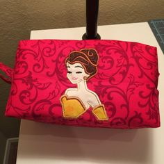 Make up bag inspired on the Designer Princesses Dolls. Interior in white vinyl for easy maintenance. Zipper on the top and handle on the side. It is big and deep enough to fit a lot of make up, or whatever you want to store in it !