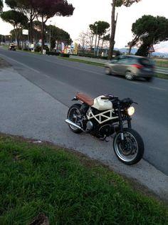 """Da Desmotology    """"La moto era un semplice Monster...il motore è 695 con centralina DP filtro k&N   ...Premetto che le modifiche sulla m..."""