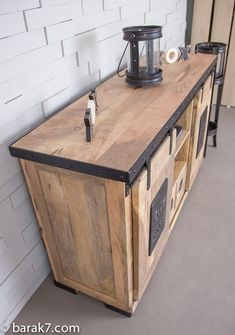 Buffet industriel Live with character buffet industriel portes coulissantes Handmade Home Decor, Cheap Home Decor, Western Decor, Rustic Decor, Decor Vintage, Colorful Furniture, Home Furniture, Furniture Stores, Rustic Baby Rooms