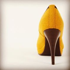 """Mantenha os seus saltos, cabeça e padrões elevados."" (Coco Chanel) #realis #realisshoes #shoelovers #burel #madeinportugal #portuguesebrand #inhighheels Coco Chanel, Beanie, Instagram, Fashion, High Standards, Groomsmen, Moda, La Mode, Fasion"
