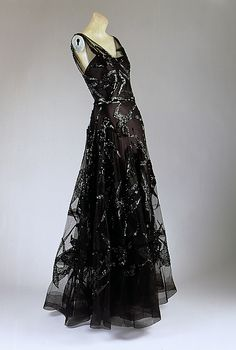 evening dress, madeleine vionnet, 1938  #dress #retro #partydress #fashion #vintage #promdress #cocktail_dress #highendvintage #feminine #lace