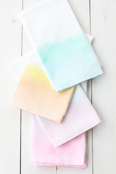 Painted Watercolor Cloth Napkins | Alice and Lois; full tutorial here: http://www.minted.com/julep/2015/07/31/diy-watercolor-cloth-napkins/
