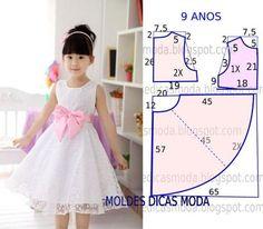 Este modelo de vestido godé é um clássico que as crianças adoram e não dispensam. O molde do vestido de criança encontra-se no tamanho 9 anos. A ilustração: