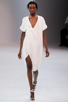 New York Fashion Week: Spring/Summer Ready-To-Wear – Porsche Design White Fashion, Look Fashion, Runway Fashion, Spring Fashion, Fashion Show, Womens Fashion, Fashion Design, Fashion Trends, New York Fashion