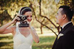 Фотоаппарат в свадебной фотосессии. Accessories, Fashion, Moda, Fashion Styles, Fashion Illustrations