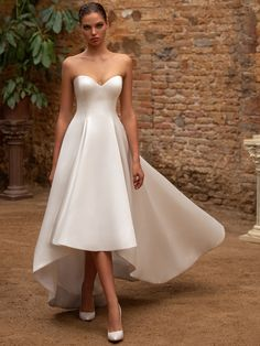 Zac Posen for White One Fall 2020 Wedding Dress Collection - Reality Worlds Tactical Gear Dark Art Relationship Goals Hi Lo Wedding Dress, Short Wedding Gowns, Second Wedding Dresses, Wedding Dress Trends, Bridal Gowns, Mode Adidas, Nice Dresses, Formal Dresses, Club Dresses