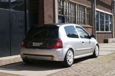 Renault Clio 2 RS APK 28 juni 2015 km Original Dutch licenseplates accident free Engine: 738 end 2011 new engine (now +- Remap by . Clio Sport, Year 6, New Engine, Vroom Vroom, Cool Cars, Circuit, Sporty, Car Stuff, Vintage Cars