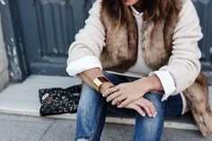 Tous Jewelry Faux Fur Vest Ripped Jeans Beaded Clutch Outfit Street Style 84 790x527