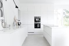 Still living in NYC, but that doesn't stop me from concocting ideas for the next digs! Home Decor Kitchen, Kitchen Interior, New Kitchen, Home Interior Design, Bright Kitchens, Cool Kitchens, Beautiful Kitchen Designs, Open Concept Kitchen, White Kitchen Cabinets