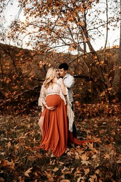 Maternity Photos With Husband. This classy outdoor maternity session taken in the beautiful California fall was taken by Vee Taylor. Fall Maternity Pictures, Maternity Photo Outfits, Outdoor Maternity Photos, Maternity Dresses For Photoshoot, Maternity Photography Outdoors, Maternity Poses, Winter Pregnancy Photos, Family Photography, Boho Maternity Dress