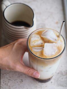 Jeg har endelig fundet opskriften på den bedste iskaffe, jeg i mit liv har smagt! Iskaffe er blevet en afhængighed for mig, indenfor de sidste 4 uger. Jeg drikker det flere gange om ugen, fordi jeg har prøvet mig frem, og nu fundet den perfekte opskrift på den bedste iskaffe.…