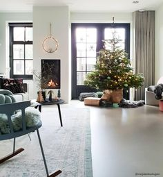 Oh Christmas tree, Oh Christmas tree! Not only the Christmas tree balls hang as Christb … - DIY CHRİSTMAS Christmas Tree Baubles, Christmas Love, Christmas Tree Decorations, Holiday Decor, Interior Styling, Interior Decorating, Interior Design, New Living Room, Living Room Decor