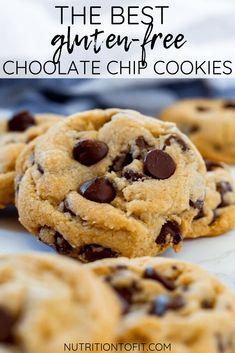 Soft, chewy, and slightly golden crisp on the outside, these gluten-free chocolate chip cookies are the BEST! And they don't skimp on the chocolate chips! Cookies Sans Gluten, Best Gluten Free Cookies, Gluten Free Chocolate Cookies, Dessert Sans Gluten, Gluten Free Cookie Recipes, Gluten Free Sweets, Chocolate Chip Recipes, Gluten Free Baking, King Arthur Gluten Free Brownie Recipe
