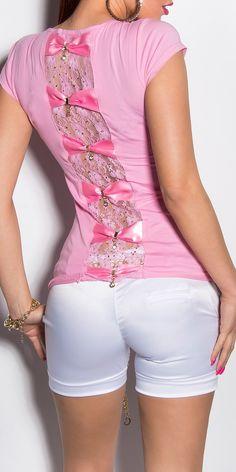 Camiseta union de lazos Modelo  MX7049 Camiseta de manga corta con cuello redondo adornada con union de lazos de raso en la espalda acompañado de encaje floral y brillo.  Composicion: 95 % Cotton / 5 % Spandex