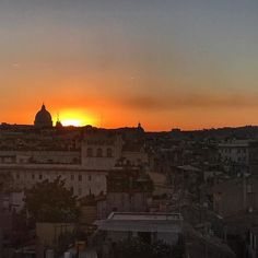 #Repost @dariusaryadigs  Roman sunset from centro storico looking toward S. Peter's. Rome is heating up again and drought-like conditions are affecting the potable water supply from Lago Bracciano to the Eternal City. In response the mayor has promised drastic changes by the end of the month.