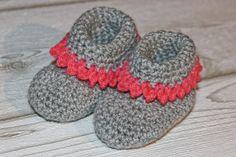 ars textura: Babyschuhe mit Anleitung, Babyshoes, grau, pink, Prinzessin, grey, pink, Babybooties, Baby Stiefel, Häkelschuhe