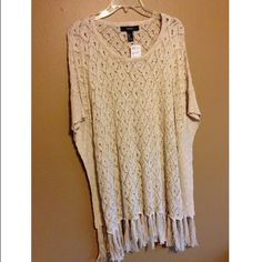 Sweater Forever 21 sweater poncho, NEVER BEEN WORN! Super cute with some boots or booties! Forever 21 Sweaters Shrugs & Ponchos