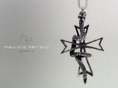 """Cruz con Serpiente enrrollada, plata .925 """"Mauricio Serrano Jewelry"""""""
