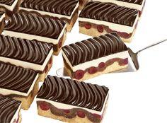 the Donauwelle! Deutsche Desserts, German Baking, German Cake, German Desserts, Cupcake Cakes, Cupcakes, Cake Recipes, Frozen, Kuchen