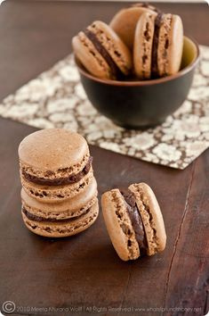Rooibos chocolate chai and sweet spicy chocolate cinnamon macarons from What's for Lunch, Honey Chai Recipe, Chocolate Macaroons, French Macaroons, Tea Recipes, Sweet Recipes, Cookie Recipes, Cocoa, Whats For Lunch, Recipes