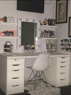 Mel ♡ - Make-up-Zimmer Cute Bedroom Ideas, Cute Room Decor, Girl Bedroom Designs, Teen Room Decor, Room Ideas Bedroom, Bedroom Decor, Design Bedroom, Bedroom Storage, Neon Bedroom
