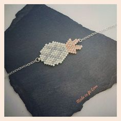 ☆Bracelet ananas☆ Bead Jewellery, Seed Bead Jewelry, Beaded Jewelry, Handmade Jewelry, Bead Loom Patterns, Peyote Patterns, Beading Patterns, Diy Jewelry Projects, Peyote Beading