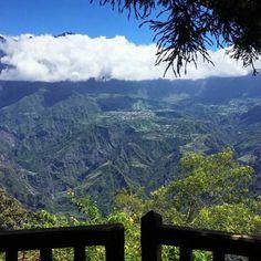 La Fenêtre des makes (Photo envoyée par @zoreil93)  N'hésitez pas vous aussi à envoyer vos photos et à liker la page Facebook.com/ile974 (publications différentes d'ici )  #lareunion #reunion #gotoreunion #reunionisland #iledelareunion #reunionparadis #reuniontourisme #igerslareunion #nature #landscape #ile974 #island #paysage #paradise  #beautiful #view #sky by 974_lareunion