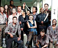 """The Walking Dead cast poses on set after filming s6 """"No Way Out"""""""