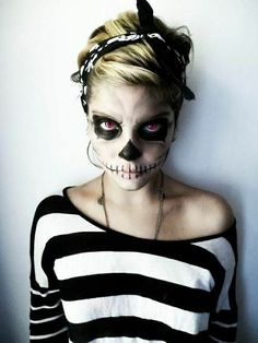 Some of the best Halloween make-up ideas are bleeding eye, zipper face, unzipped face, skeleton face and many others. Some of the best Halloween make-up ideas are shown below Maquillaje Halloween Zombie, Creepy Halloween Makeup, Costume Halloween, Halloween Party, Halloween Skull, Zombie Makeup Easy, Creepy Makeup, Best Female Halloween Costumes, Easy Skeleton Makeup