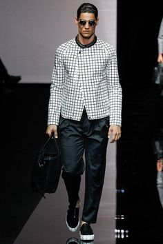 See all the Collection photos from Emporio Armani Spring/Summer 2015 Menswear now on British Vogue Emporio Armani, Giorgio Armani, Fashion Week 2015, Mens Fashion Week, Men's Fashion, Milan Fashion, High Fashion, Fashion Tips, Vogue Paris