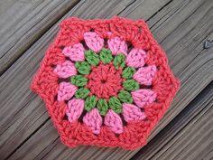 Granny-Style Hexagon, free pattern by Andrea Sanchez   . . . .   ღTrish W ~ http://www.pinterest.com/trishw/  . . . .   #crochet #motif